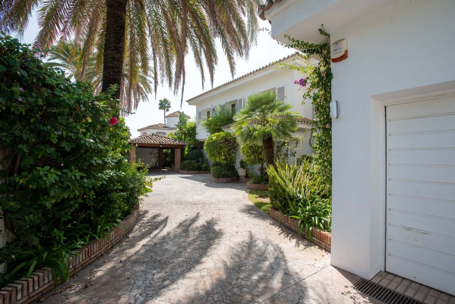 Detached Villa in Estepona - Resale in Lexington Realty
