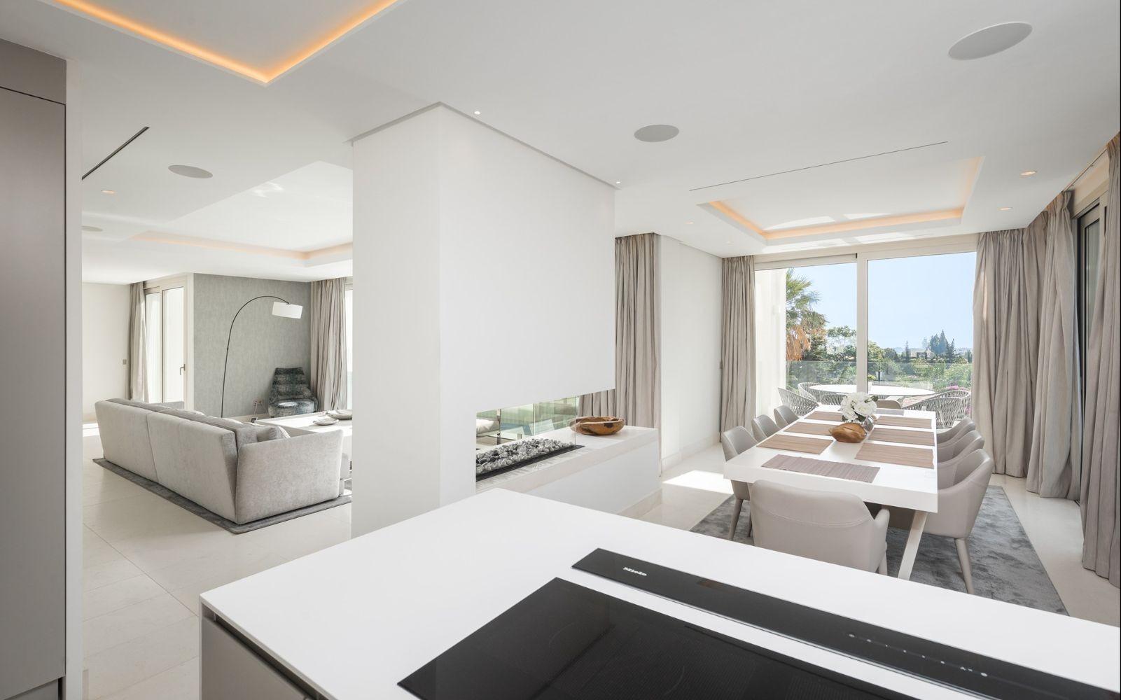 Detached Villa in Marbella - Resale in Lexington Realty